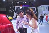 Tranh cãi nảy lửa việc ô tô nhập khẩu tắc đường về VN