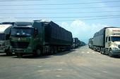 Hàng trăm tài xế gây tắc đường ở Bình Thuận