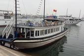 'Án tử' cho tàu lưu trú đêm ở vịnh Hạ Long