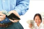 Nắm giữ hết ví của chồng cũng là bạo lực gia đình