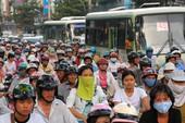 Hạn chế ngay xe máy để rộng đường cho xe buýt?