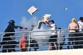 Cổ động viên Hy Lạp ẩu đả và tấn công luôn cảnh sát