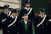 Ý khắc chế được 'quân cờ đen' là nhờ có… mafia