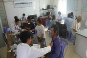 Hàng trăm người dân Cờ Đỏ được khám bệnh miễn phí