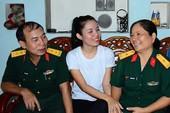 Nữ sinh tình nguyện lên đường tòng quân