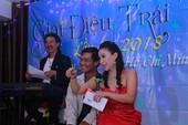 Ca sĩ Thụy Uyên và món nợ ân tình với người khuyết tật mê hát