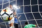 Derby nước Ý, thẻ đỏ và 2 bàn đá phản lưới nhà