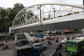 Vì sao cầu đi bộ Hoàng Minh Giám có giá 11,6 tỉ?
