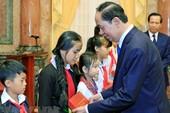 Chủ tịch nước gặp mặt 70 trẻ em có hoàn cảnh đặc biệt
