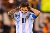 Messi hứng 'mưa đá', đòi đuổi về vườn!
