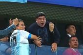 Maradona nhố nhăng làm mờ chiến thắng của Argentina