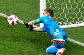VAR 'treo máy' khi các thủ môn phạm luật bắt luân lưu
