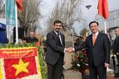 Phó Thủ tướng dâng hoa tại Công viên Hồ Chí Minh ở Chile