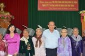 Phó Thủ tướng Trương Hòa Bình thăm hỏi các mẹ VNAH