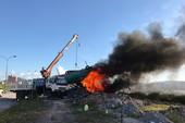 Vì sao TP Hạ Long thiêu hủy tàu bán hàng rong trên vịnh?