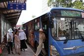 Vì sao xe buýt 'lép vế' trước xe ôm công nghệ?
