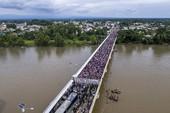 Ông Trump đối mặt đoàn người di cư khổng lồ