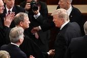 Ông Trump đấu khẩu với chánh án tòa tối cao Mỹ