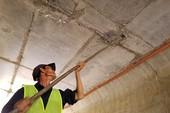 Dán băng keo để hỗ trợ chống thấm trên cao tốc 34.500 tỉ