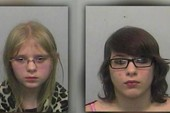 Bị bắt nạt, hai em gái lấy súng bắn chết anh trai