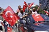Hàng triệu người tuần hành ủng hộ Tổng thống Thổ Nhĩ Kỳ