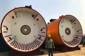 Kích ống khổng lồ để đưa nước thải qua sông Sài Gòn