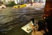 Hàng chục đường Sài Gòn tụ nước nhưng không cho là ngập