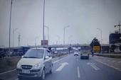 Xe ô tô đi ngược chiều như bay trên cao tốc