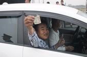 Tài xế tiếp tục dùng tiền lẻ gây áp lực tại quốc lộ 5