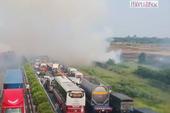 Xử lý nghiêm việc đốt rơm rạ dọc hành lang đường bộ