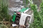 Xe khách chở 44 người lao xuống vực, nhiều người thương vong