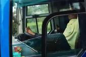 Đề nghị công an vào cuộc vụ tài xế lái xe bằng chân