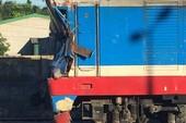 Tàu hỏa đâm trực diện xe bồn, 4 người bị thương