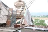 Phó Thủ tướng thị sát 9 căn nhà đổ sập xuống sông Đà