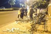 Dàn đèn chiếu sáng ở Nha Trang đổ sập trong đêm
