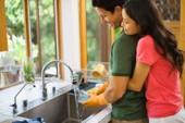 Chồng nấu cơm quét nhà là 'hàng hiếm'?