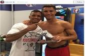 Nani sung sướng vì được Ronaldo tặng giày bạc