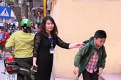 BT Phùng Xuân Nhạ khen giáo viên đón HS từ cổng trường