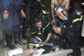 Một cảnh sát PCCC bị thương khi dập lửa