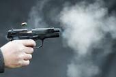 Chủ bắn chết tài xế đến đòi tiền công