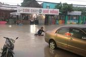 Một số tuyến đường ở Bình Dương ngập nặng do bão số 9