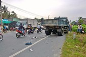 Vượt xe khách, thanh niên tông xe tải tử vong