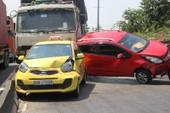 4 ô tô tông nhau liên hoàn ở Thủ Đức