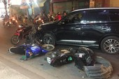 Ô tô 7chỗ tông 4 xe máy trên đường ở Tân Bình