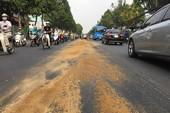 Vệt nhớt dài 500 m ở Gò Vấp làm cả chục xe máy ngã nhào