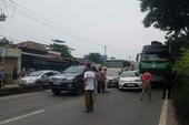 Hóc Môn: Tai nạn liên hoàn, 5 ô tô dính chùm trên quốc lộ