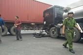 Đồng Nai: Xe máy vỡ nát sau va chạm ô tô, tắc đường gần 3 km