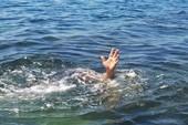 Quảng Ngãi: 5 người tắm biển, 2 người tử vong