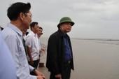 Bộ trưởng Nguyễn Xuân Cường thị sát chống bão tại Cần Giờ