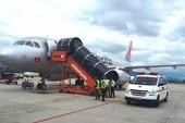 Máy bay hạ cánh khẩn cấp cứu bệnh nhân sốc thuốc